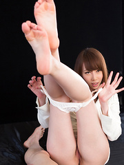 Hot footjob by Kisaki Aya